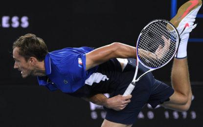 «Сумасшедший чувак»: теннисист Медведев в Австралии доигрался до крови