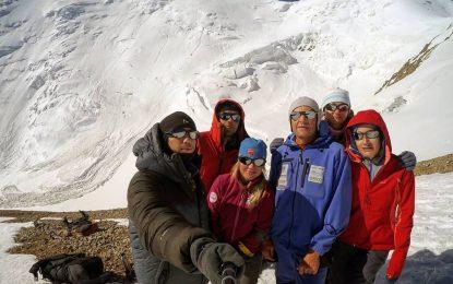 Коронавирус застал ихнавысоте 5648 метров. Как сГималаев эвакуировали нашего альпиниста
