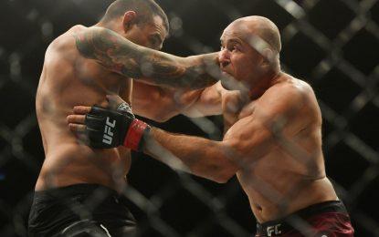 Олейник выиграл битву супер-ветеранов. Повержен бывший чемпион UFC