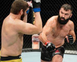 Жуткая рана, взбесившийся итальянец, победа Орловского. Что случилось натурнире UFC воФлориде