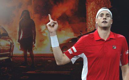 Теннисиста травят закритику погромщиков. Борьба срасизмом важнее